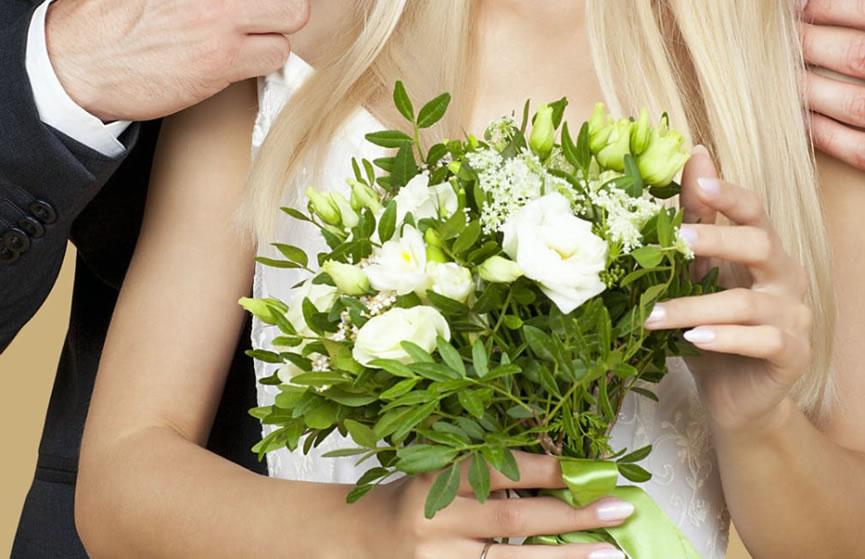 2021八字合婚:经不住被催婚,摩羯女有可能步入结婚殿堂!